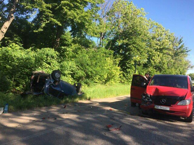 На Харьковщине столкнулись две иномарки: Одна из машин перевернулась (ФОТО)