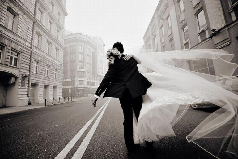 Харьковчанка экстренно вышла замуж в платье чиновницы
