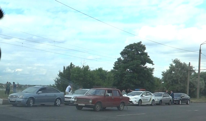 Проблемы на дорогах задержали харьковчан на пути домой (фото, видео)