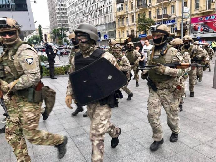 Журналистов крупного медиа-холдинга заблокировали в здании