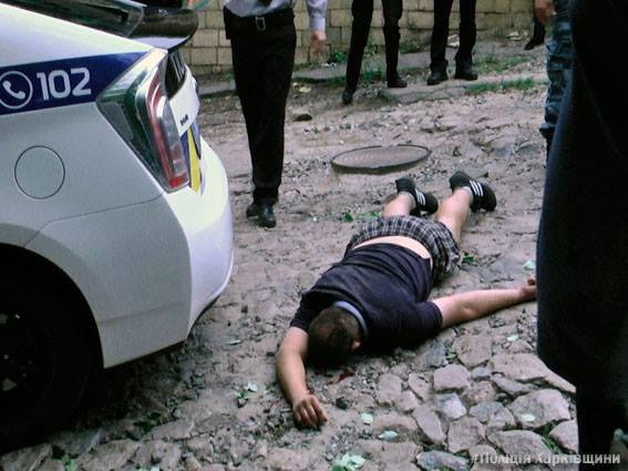 Полиция опубликовала фото гибели мужчины в центре Харькова