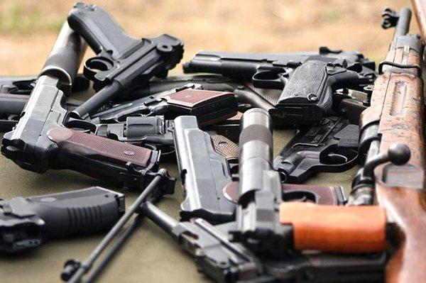 По Харьковщине разгуливают вооруженные люди