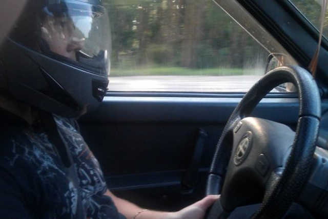 Харьковских автолюбителей заставят ездить в шлемах