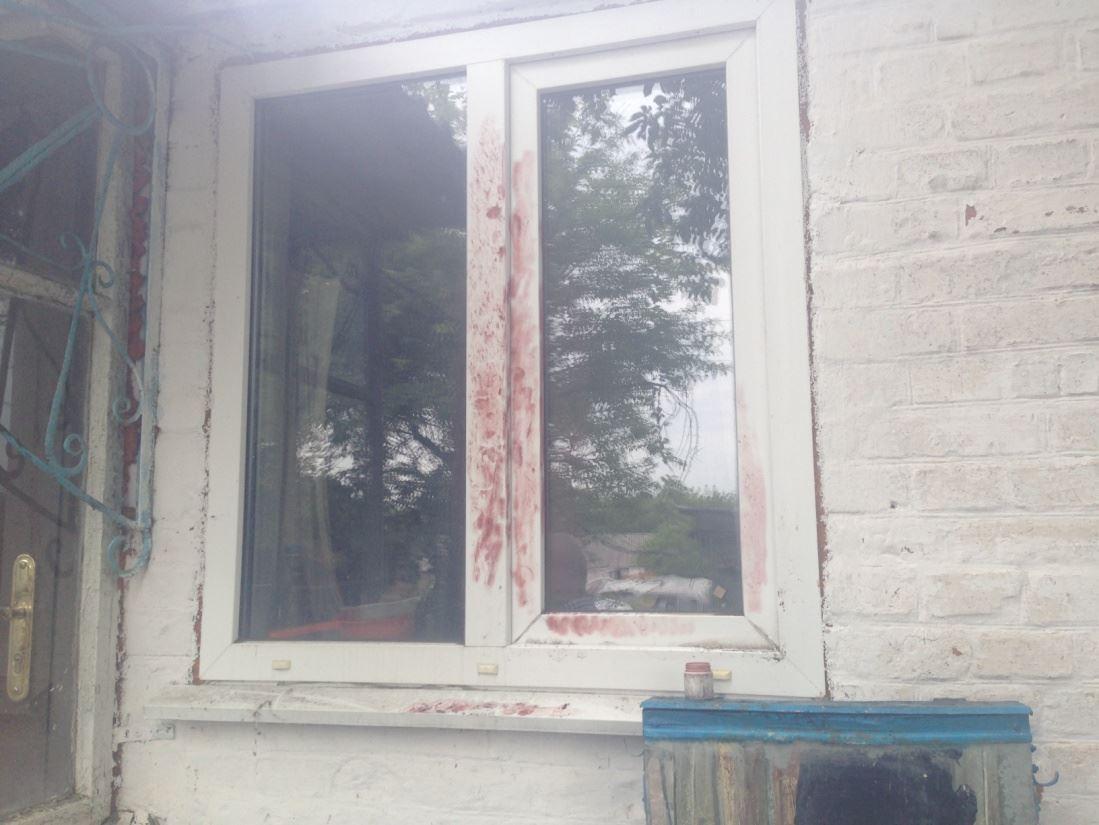 На Харьковщине пенсионер лишился всех денег из-за окна (фото)