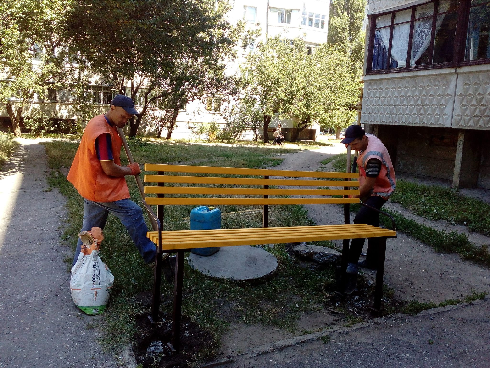 В Харькове осчастливили любителей посиделок у подъездов