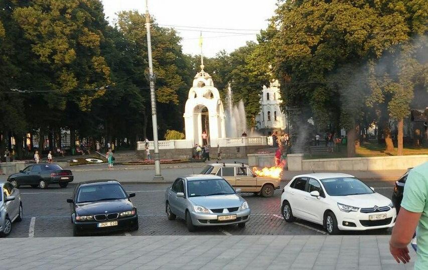 ЧП в центре Харькова. Пострадавшему никто не помог (фото)
