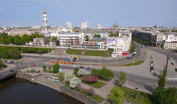 В Харькове популярное место обнесли неприступной стеной
