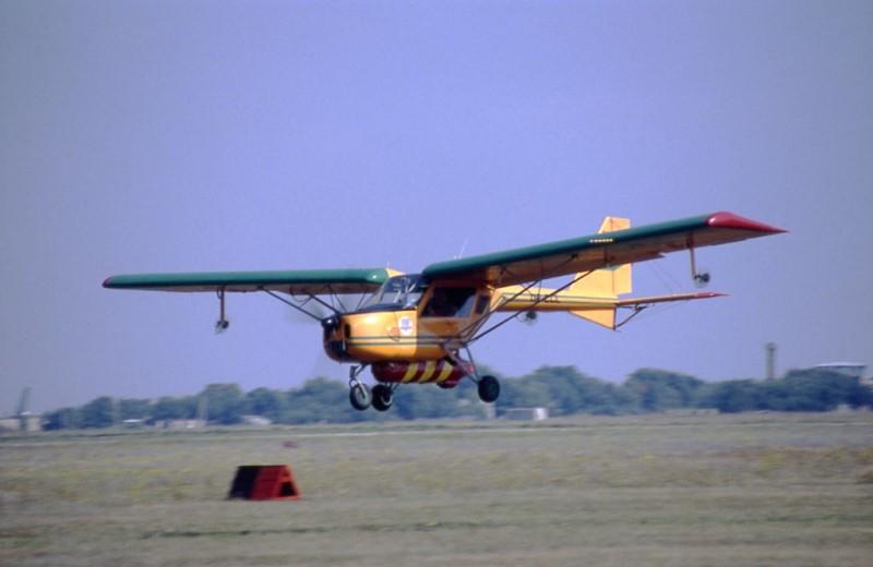 Самолет потерпел крушение на Харьковщине. Пилоту удалось выжить (фото)