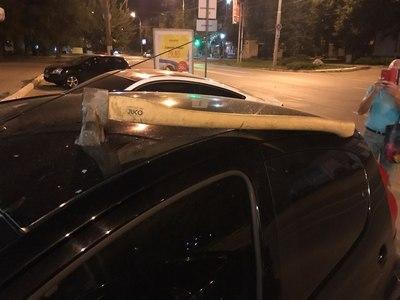 Ночное происшествие в Харькове. Полиция ищет владельца топора (фото)