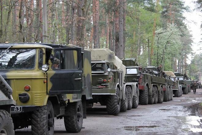 Военные в огородах и БТРы возле ворот напугали жителей Харьковщины до полусмерти