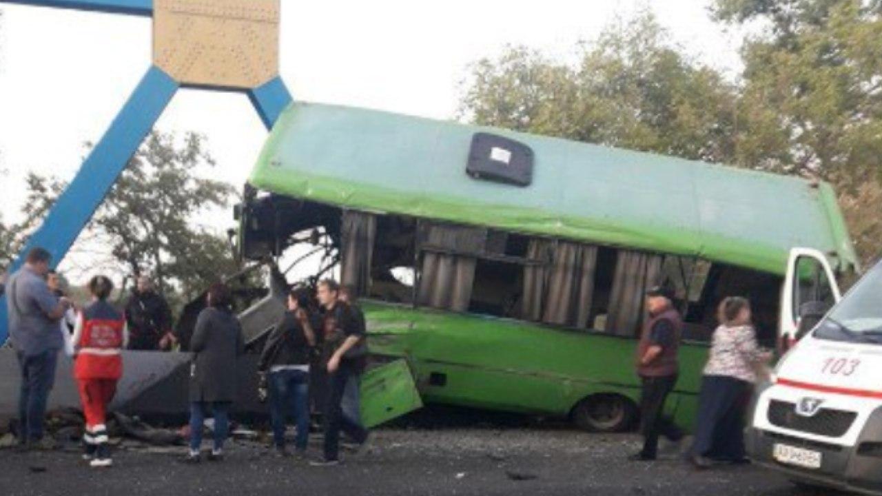 Медики рассказали о состоянии пострадавших в масштабной аварии на Харьковщине