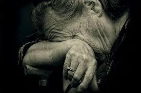 В Харькове пенсионерка двое суток пролежала на полу под дверью (видео)