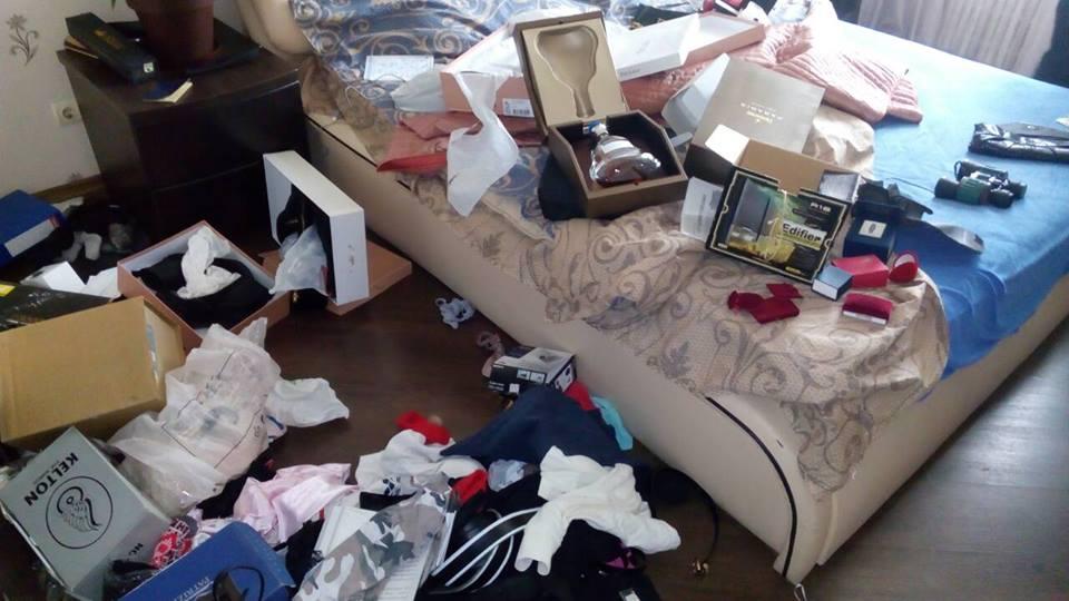 В Харькове мужчина устроил погром в квартире из-за монеты (фото)