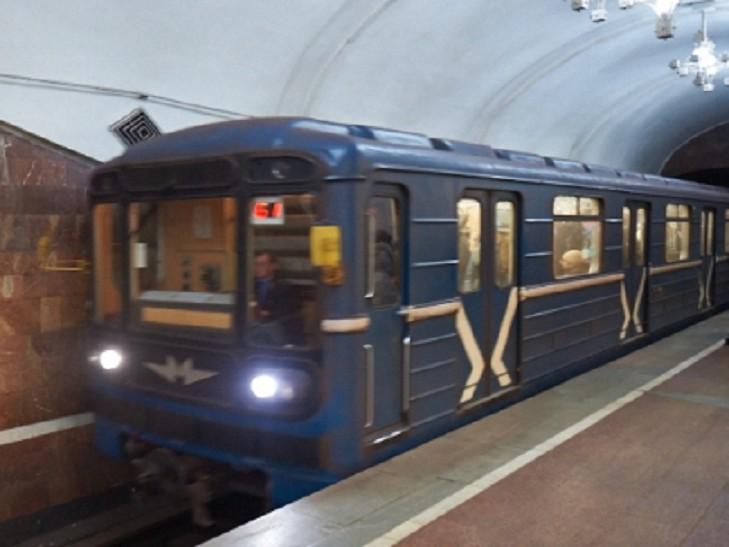 В харьковском метро остановилось движение