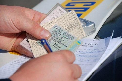 Обертка – новая, уровень обслуживания – прежний. Что скрывается за сервисным центром МВД в Харькове