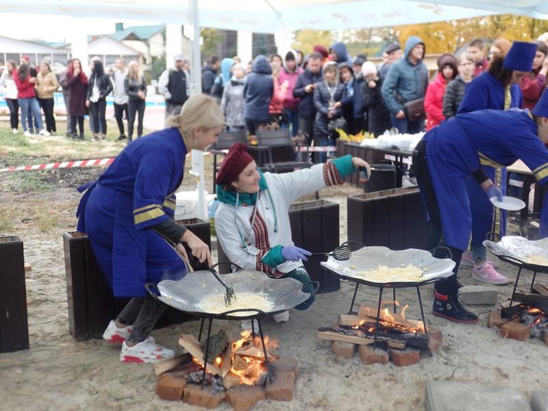 Огромное блюдо приготовили в Харькове (фото)