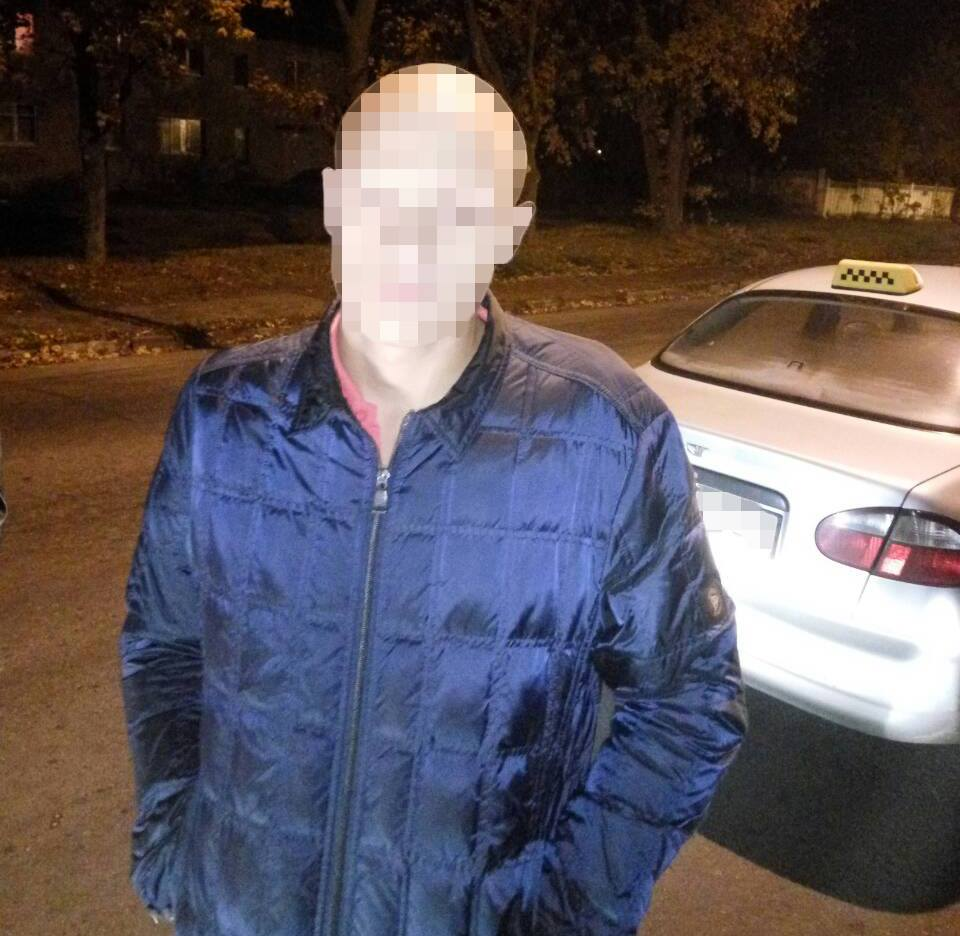 Студента из Харькова поймали в такси за постыдным занятием