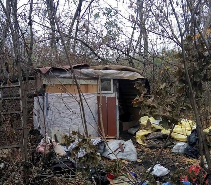 Шокирующая находка в Харькове. Женщина с младенцем жила в лесу (фото)