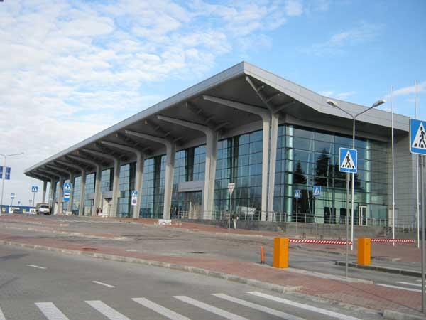 ЧП в Харькове. Две сотни людей эвакуировали из аэропорта