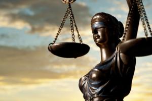 В суде неожиданно прервали рассмотрение дела Кернеса