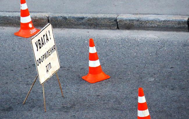 Авария на Салтовке: два человека госпитализированы (фото)
