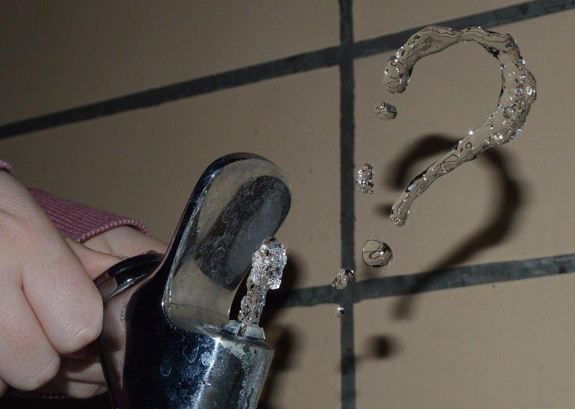 В Лозовой включили воду
