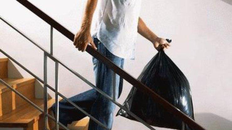 Харьковчанам запретили выносить мусор из квартир