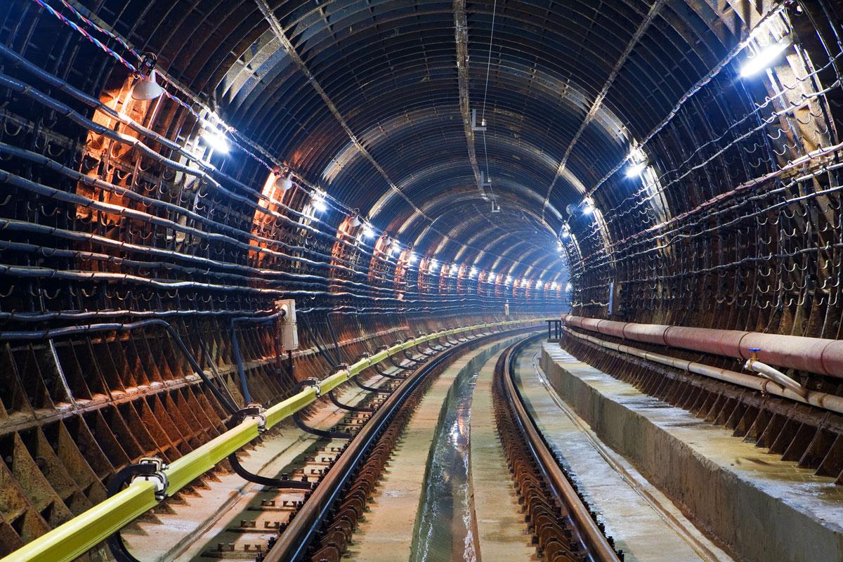 Остановка движения поездов в харьковском метро. Подробности (фото)