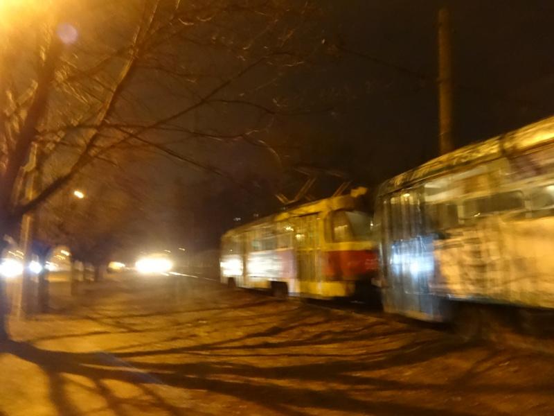 Харьковчанам устроили вынужденную прогулку по морозу (фото)