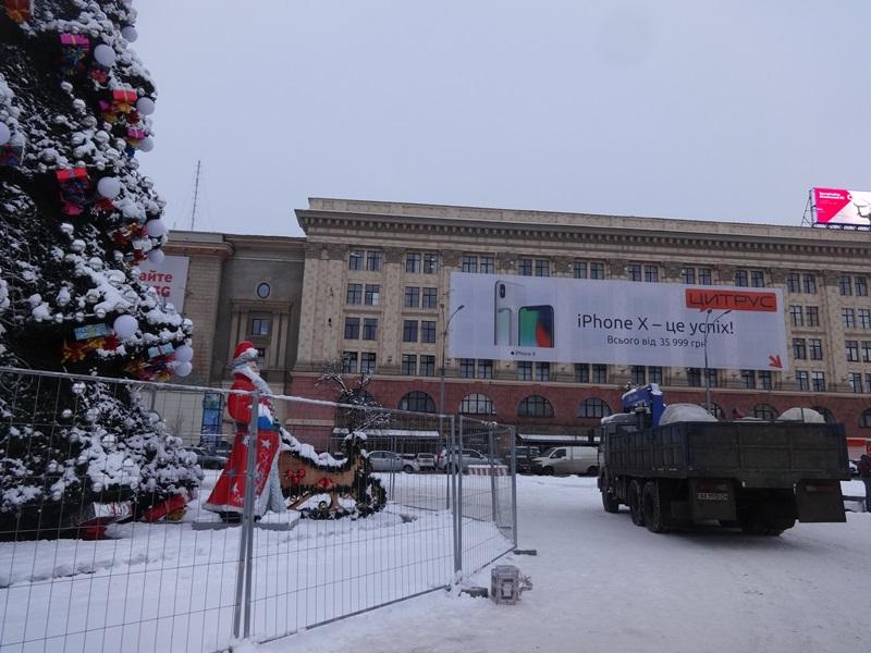 Знаковый объект убирают из центра Харькова (фото)