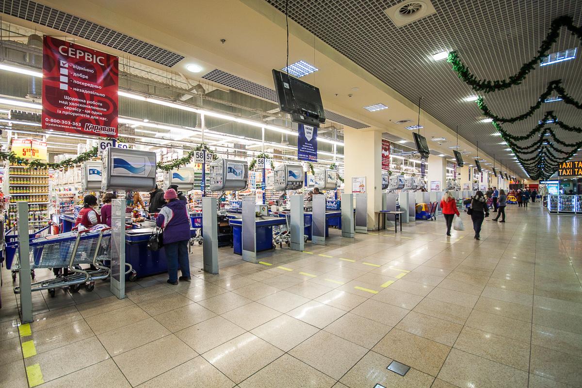 Происшествие в харьковском супермаркете. Из-за подростка кассир попала в неприятную ситуацию (видео)