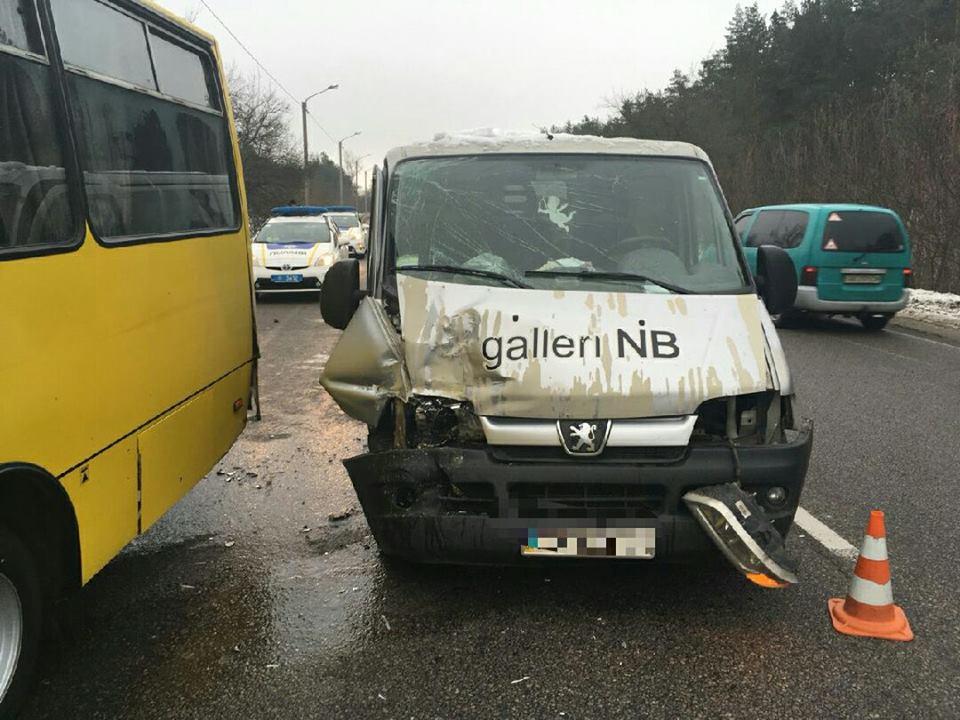 Семь пассажиров рейсового автобуса едва не погибли во время ДТП на дороге «М1» под Смоленском