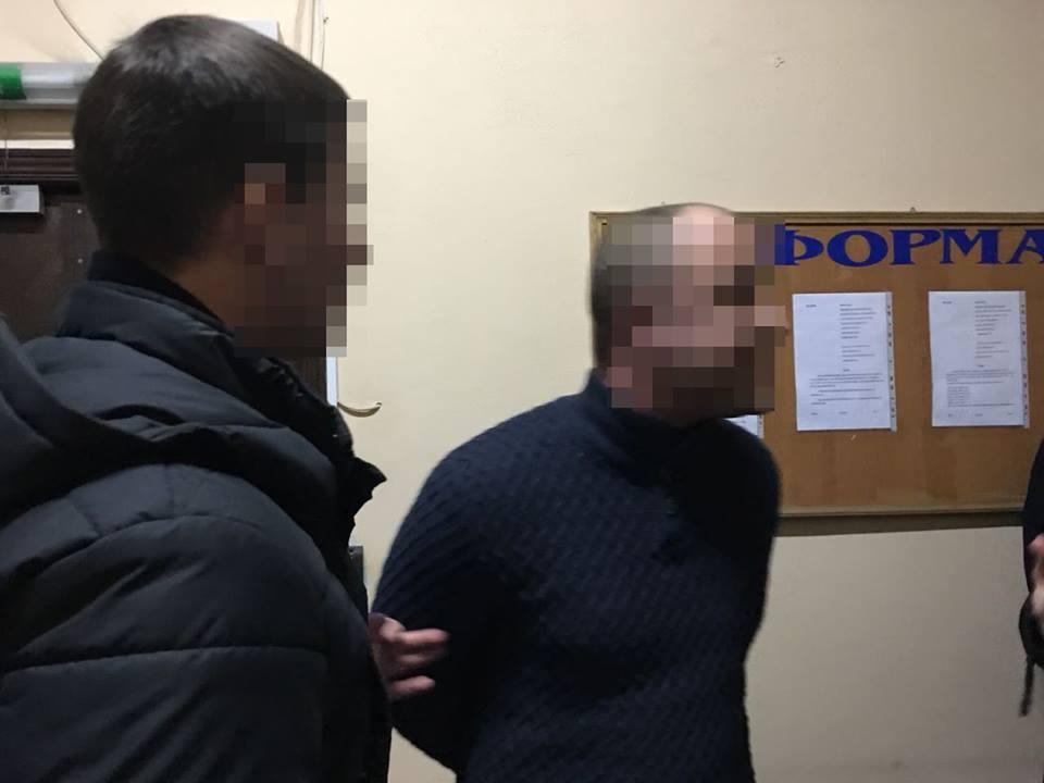 Житель Харькова попал в серьезные неприятности, не выходя из кабинета (фото, видео)