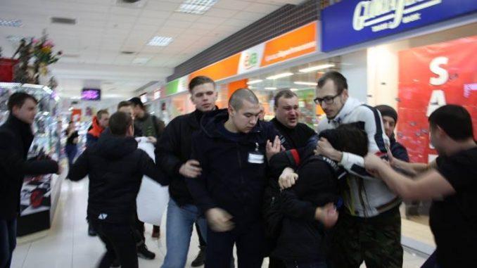 В харьковском торговом центре посетители устроили драку