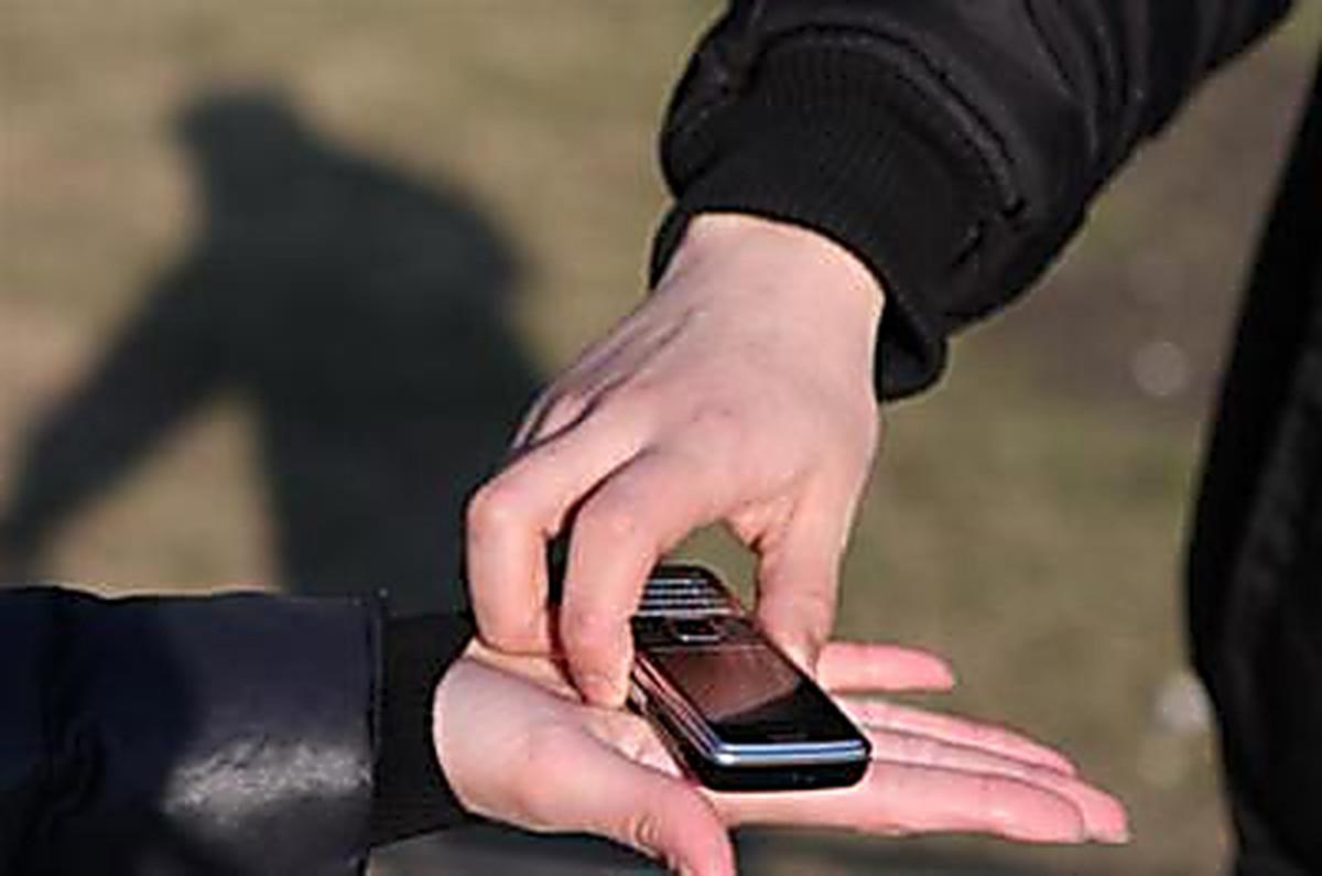 В Харькове мужчина обвел вокруг пальца полтора десятка подростков