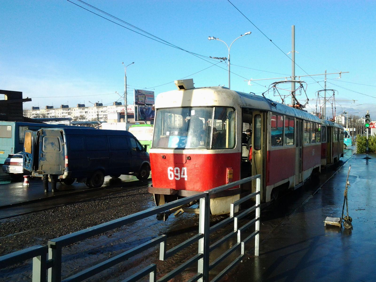 На трамвайной остановке в Харькове поймали преступника
