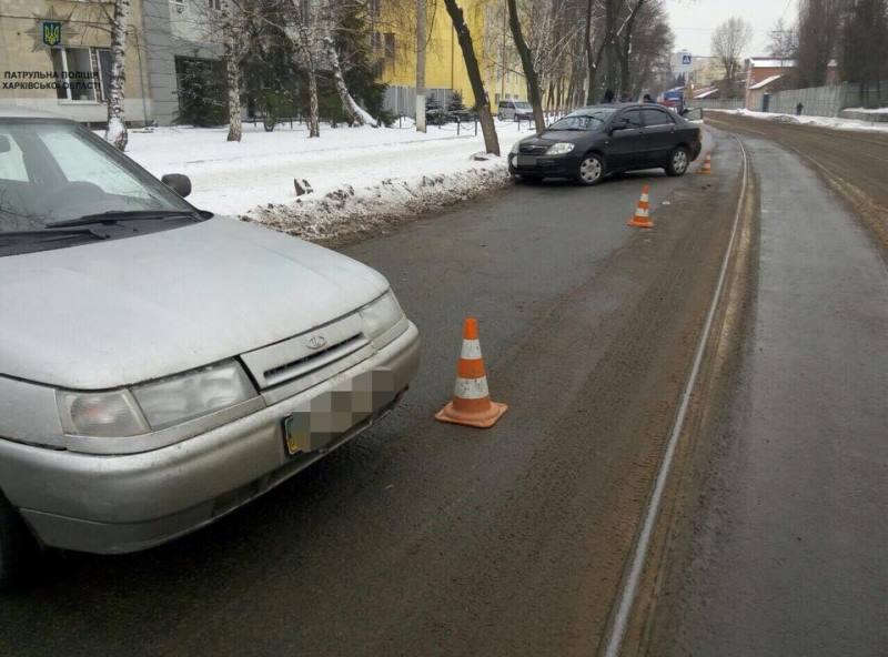 Авария в Харькове. Машина вылетела на встречную полосу (фото)