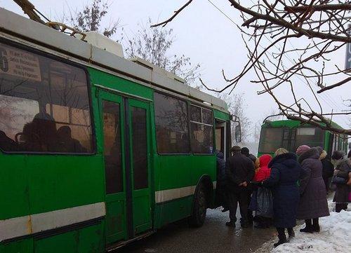 Харьковчане, которые каждый день мучаются в очередях, просят помощи (фото)
