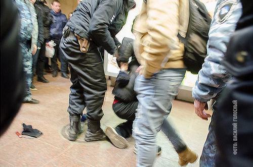 Инцидент в харьковском метро. Молодого человека задержали за неадекватное поведение (фото)