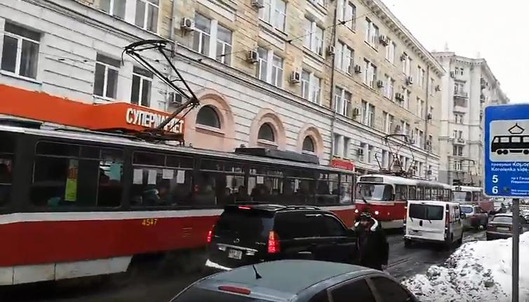Пассажиры трамваев попали в большие неприятности в центре Харькова (видео)