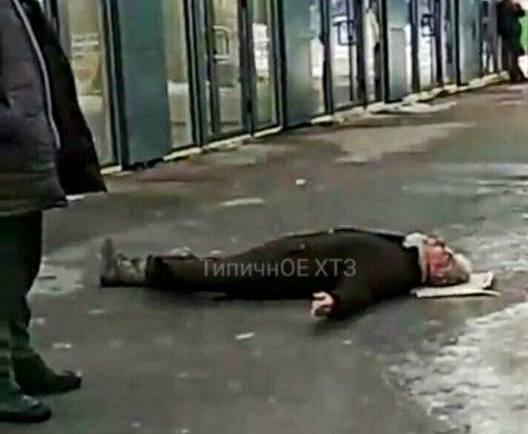 Посреди улицы в Харькове побили старика (фото)
