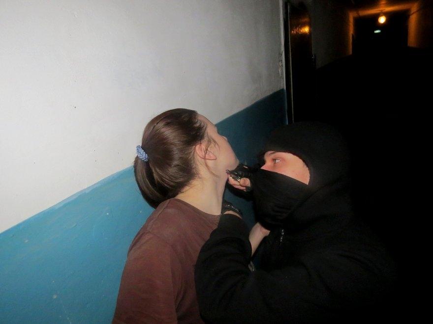 Нападение в Харькове: женщину избили в подъезде жилого дома (фото)