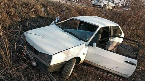Автомобиль вылетел с дороги под Харьковом: есть пострадавшие