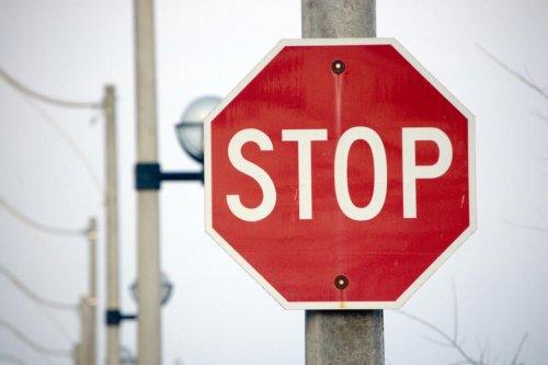 Тысячам харьковчан запретили покидать пределы страны