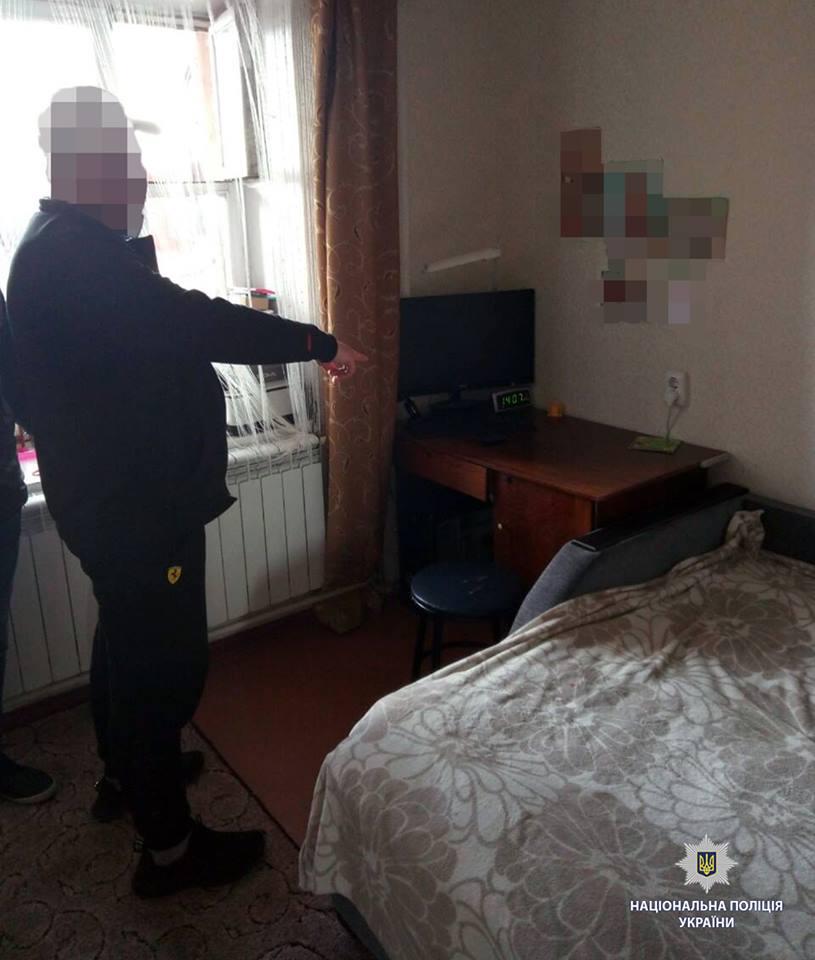 В Харькове мужчина вернулся домой и обнаружил следы незваного гостя