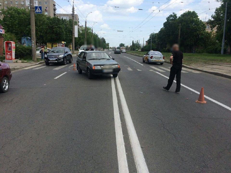 В Харькове неосторожного мужчину увезли с улицы на «скорой»