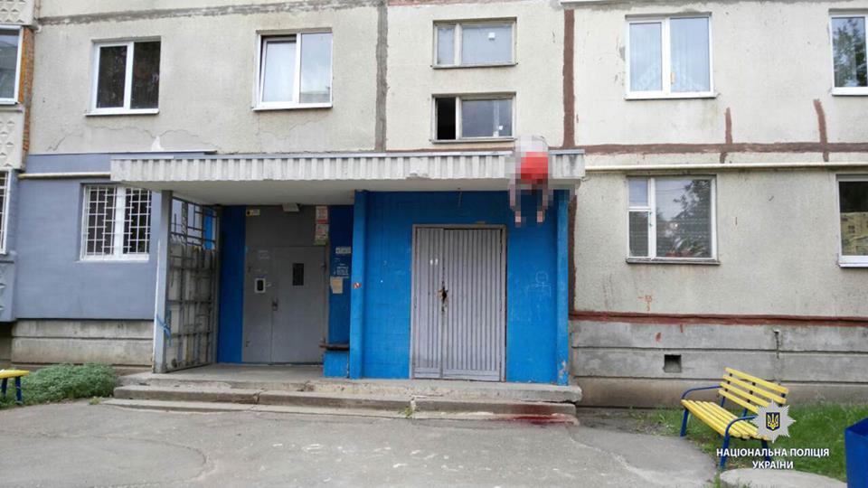 Трагедия в Харькове: мужчина погиб на крыше (фото)