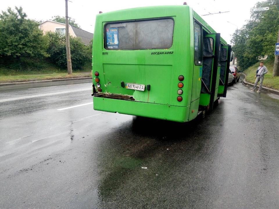 ЧП в Харькове. Грузовик врезался в маршрутку (фото)