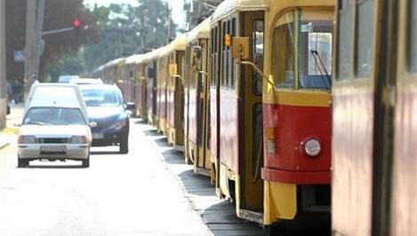 В Харькове остановились трамваи и троллейбусы (фото)