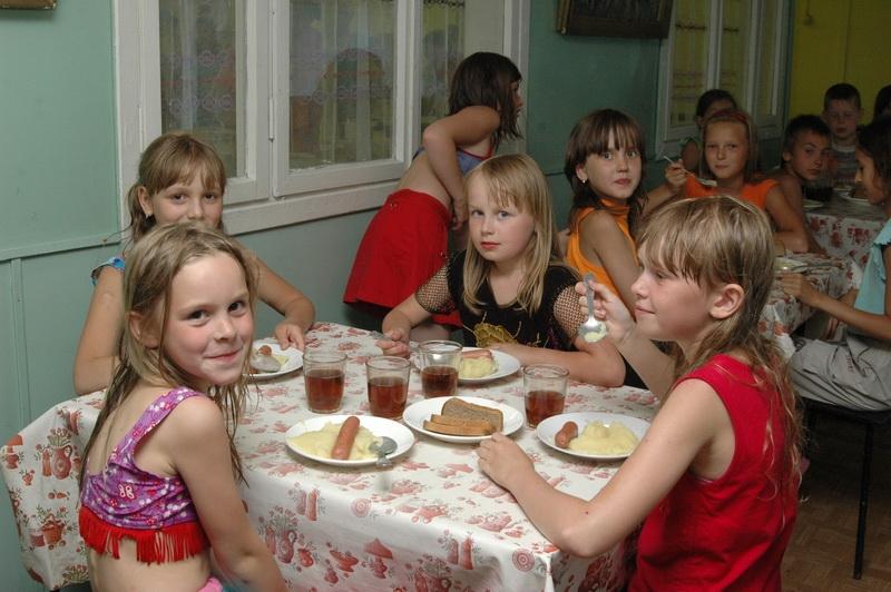 В лагерях Харьковской области дети питаются неполноценно
